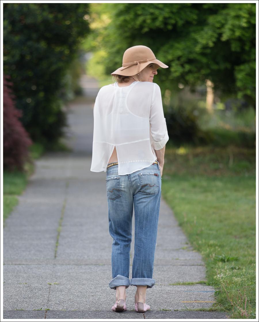 Blog Vintage Felt Hat Chelsea Flower Silk Top 7FAM Destroyed Jeans Pink Nene Emma Flats-2