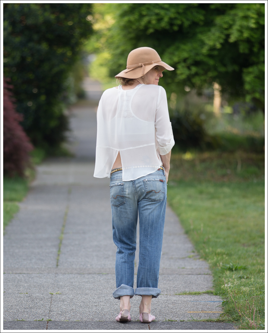 Blog Vintage Felt Hat Chelsea Flower Silk Top 7FAM Destroyed Jeans Pink Nene Emma Flats-2