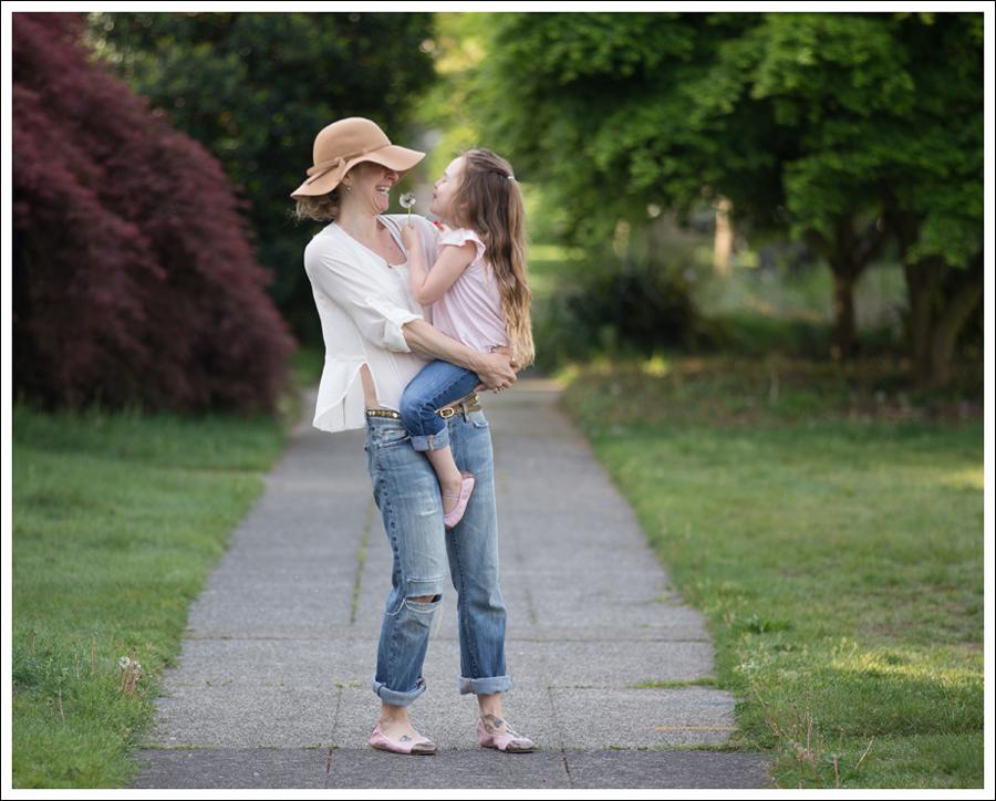 Blog Vintage Felt Hat Chelsea Flower Silk Top 7FAM Destroyed Jeans Pink Nene Emma Flats-4