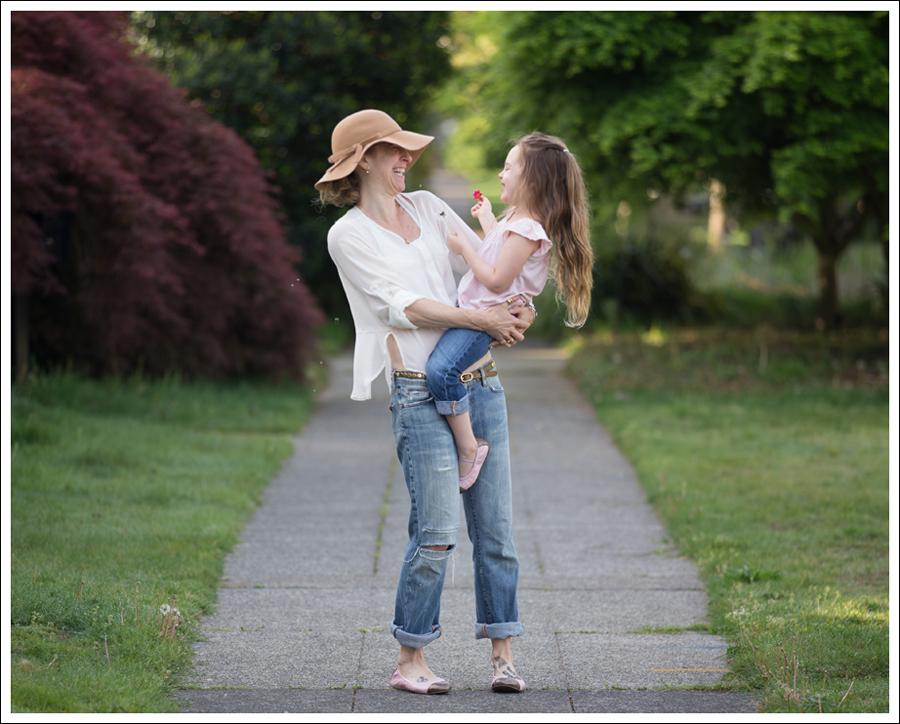 Blog Vintage Felt Hat Chelsea Flower Silk Top 7FAM Destroyed Jeans Pink Nene Emma Flats-5