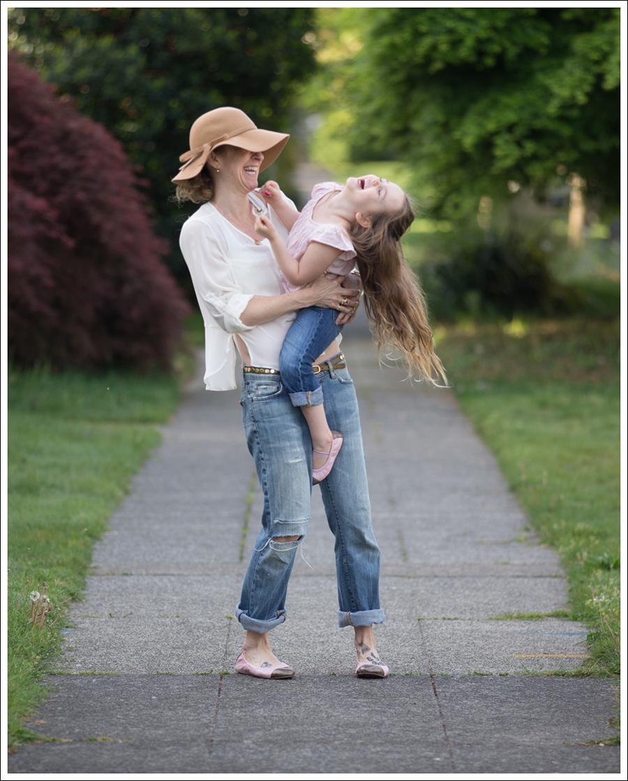 Blog Vintage Felt Hat Chelsea Flower Silk Top 7FAM Destroyed Jeans Pink Nene Emma Flats-6