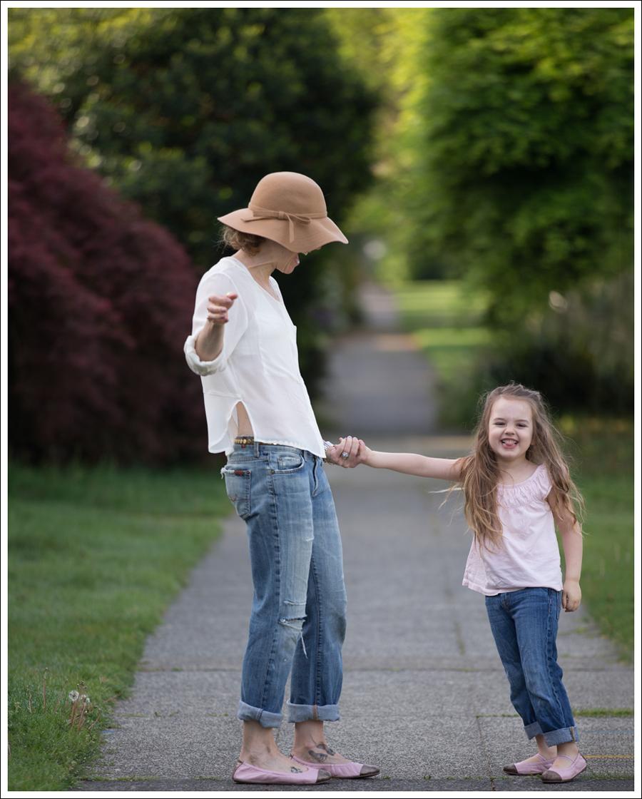 Blog Vintage Felt Hat Chelsea Flower Silk Top 7FAM Destroyed Jeans Pink Nene Emma Flats-8