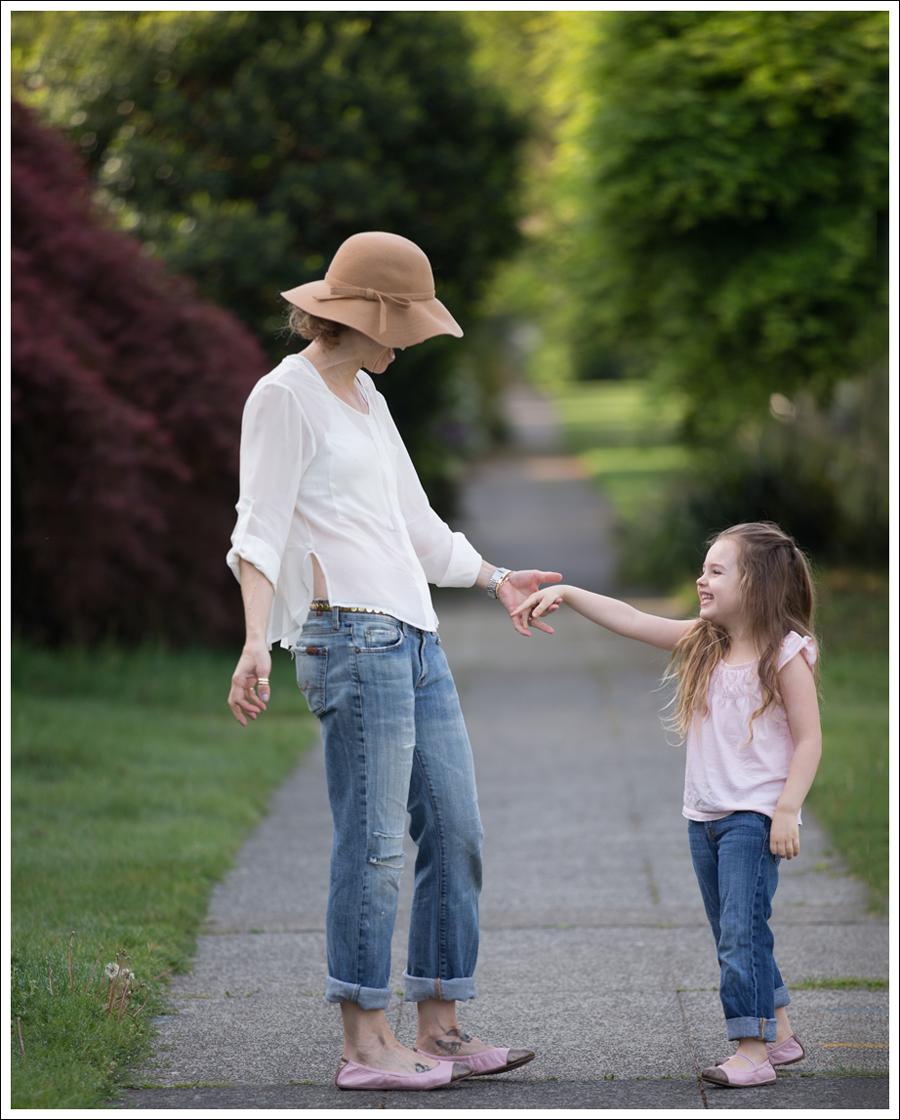 Blog Vintage Felt Hat Chelsea Flower Silk Top 7FAM Destroyed Jeans Pink Nene Emma Flats-9