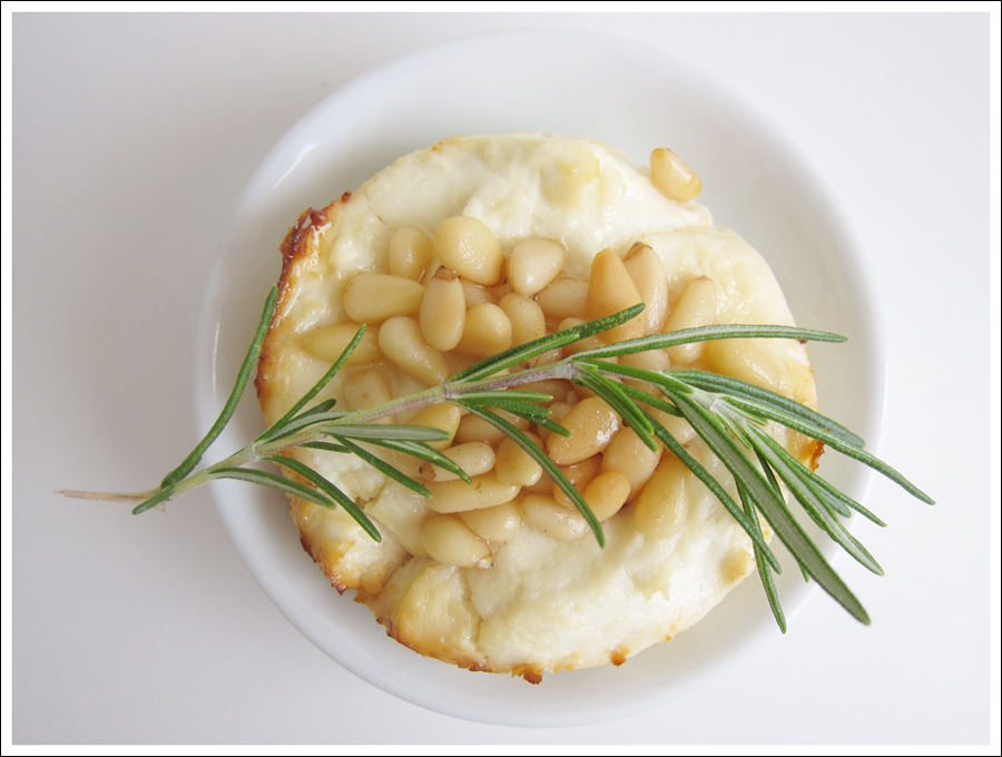 baked goat cheese pinenuts honey rosemary blog (1)
