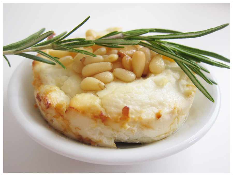 baked goat cheese pinenuts honey rosemary blog (2)