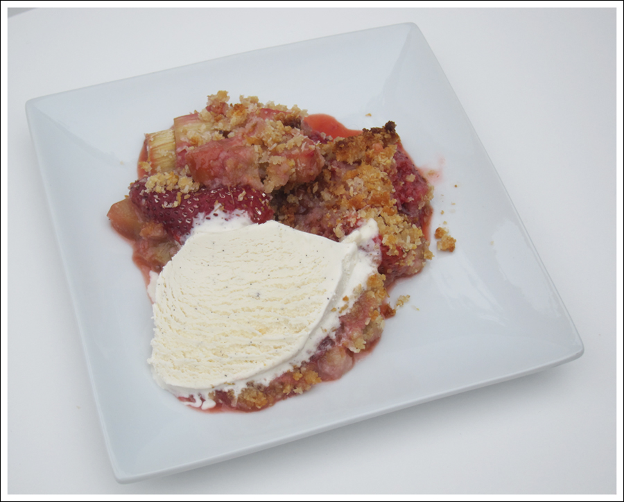 rhubarb strawberry paleo crisp blog (2)