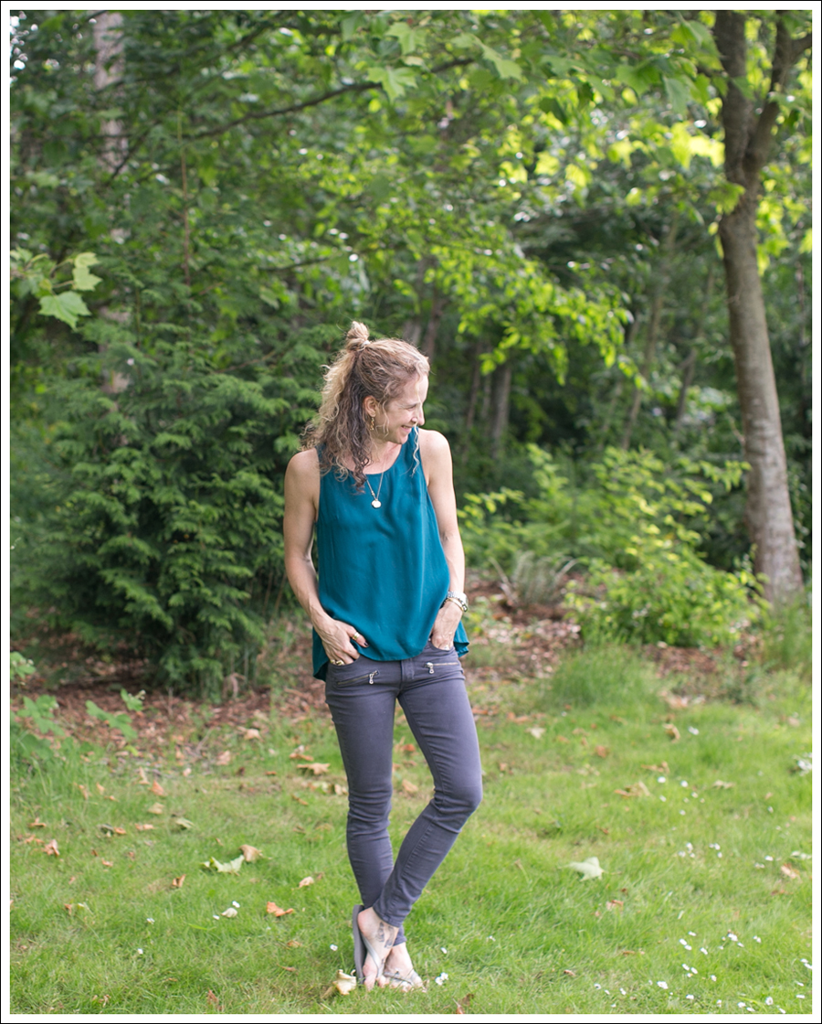 Blog Ella Moss Pleat Back Top Paige Denim Indio Zip Licorice Silver Havaianas-1