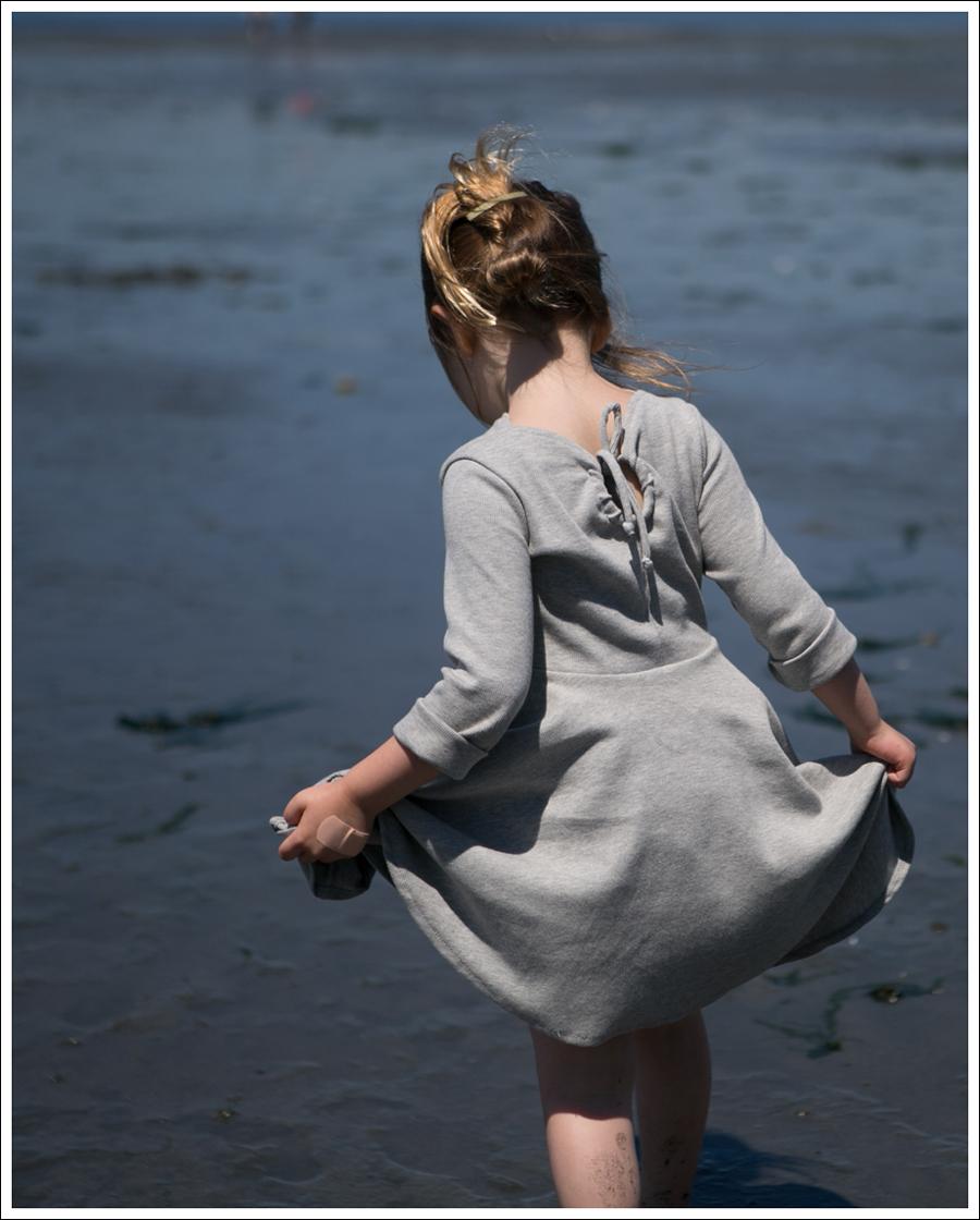 Blog Crew and Lu Cloud Grey Everyday Dress Salt Water Sandals -2