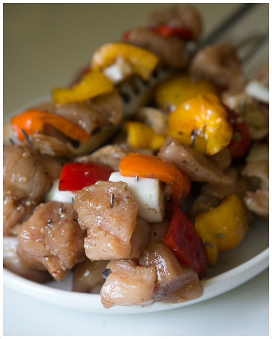Blog Whole30 Paleo Grilled Chicken Peppers Onions Shish Kabobs-5