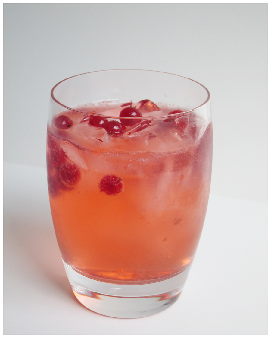 red currant festive water for blog (3)