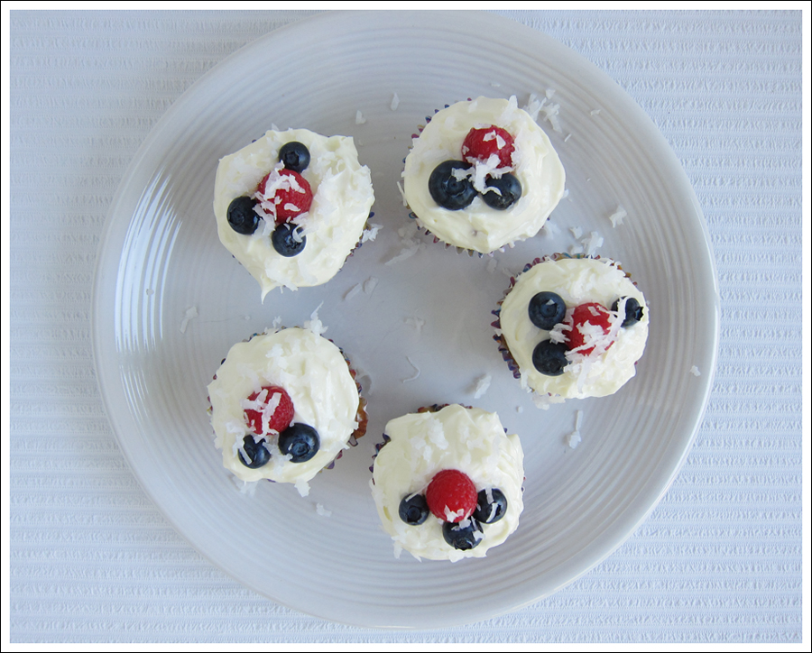 zucchini cupcakes with lemon cream cheese frosting blog (1)