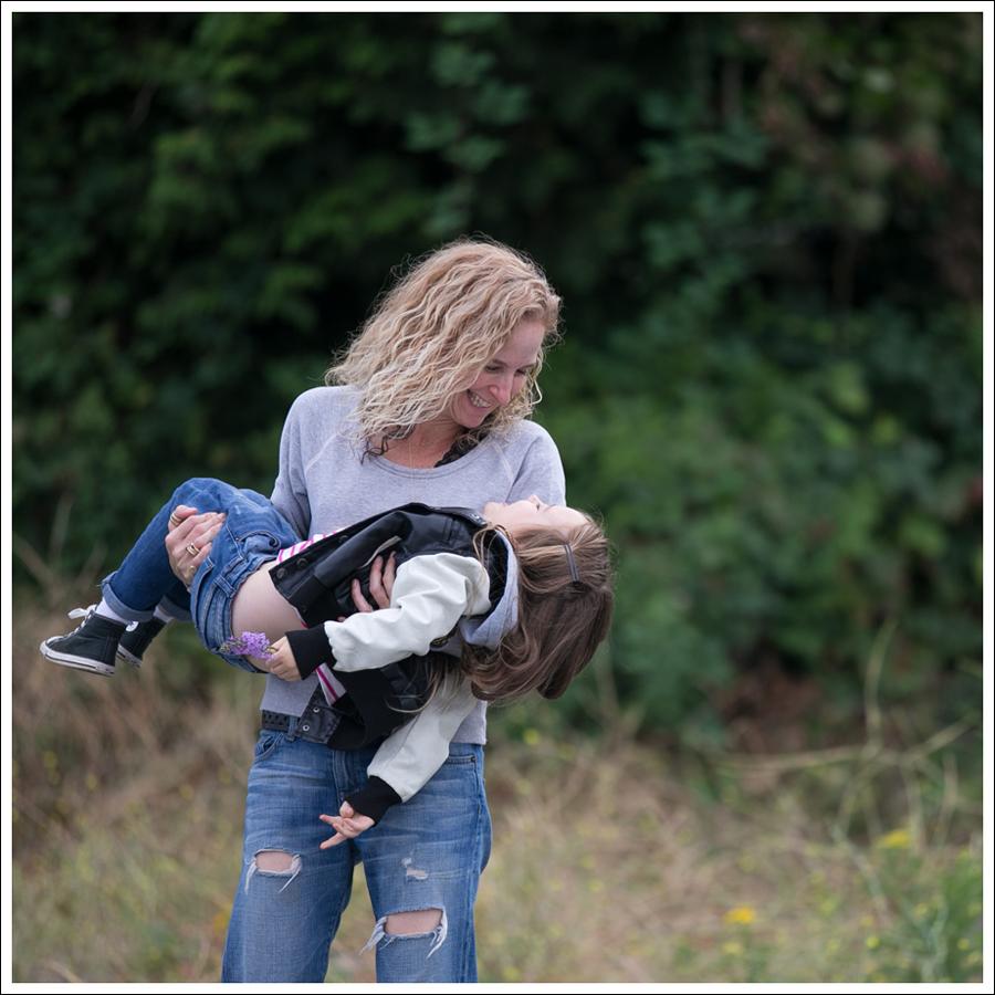 blog-james-perse-sweatshirt-current-elliott-boyfriend-super-loved-jeans-converse-6
