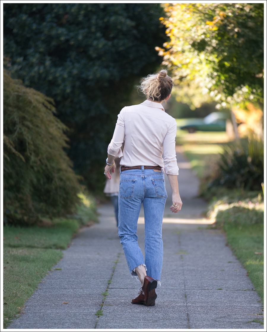 blog-theory-tan-button-down-levis-501-luciano-moresco-brogues-4