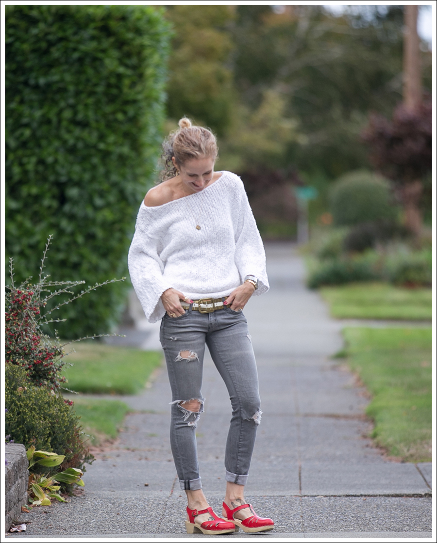 blog-lily-mcneal-sweater-current-elliott-gray-destroyed-skinny-sven-red-lacy-clogs-1