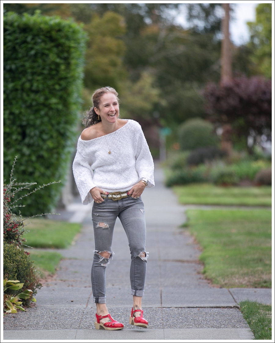 blog-lily-mcneal-sweater-current-elliott-gray-destroyed-skinny-sven-red-lacy-clogs-2