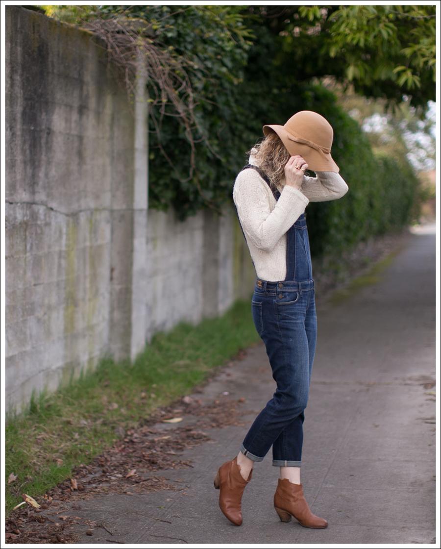 blog-vintage-felt-hat-paige-sierra-overalls-j-crew-sweater-sam-edelman-lisle-booties-3